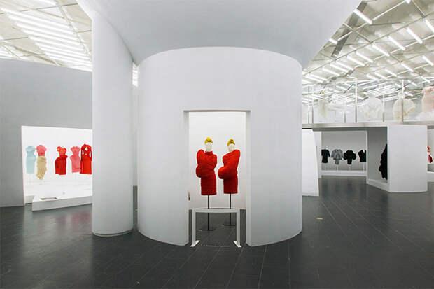 Выставка моделей Рей Кавакубо.