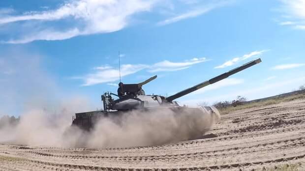 Танк Т-72БЗ с новой защитой от ракет был замечен на полигоне под Ростовом