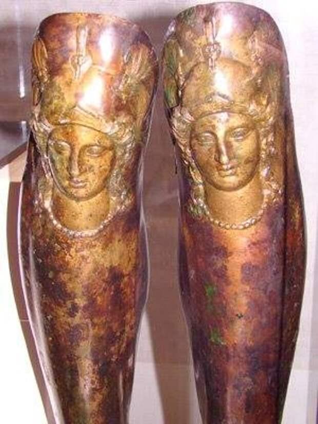 Шлем, меч,поножи фракийского правителя 330-300год до н.э Золото и серебро. Болгария.