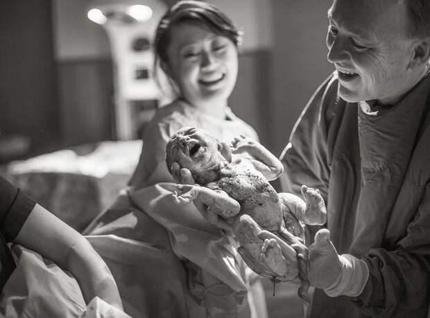 Женщины во время родов и их первые радостные моменты со своими детьми дети, женщины, роды