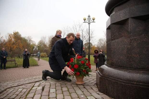 Памятник. Фото: Роман Балаев