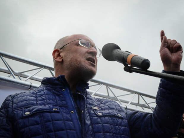 Неизвестные караулили и угрожали депутату Максиму Резнику