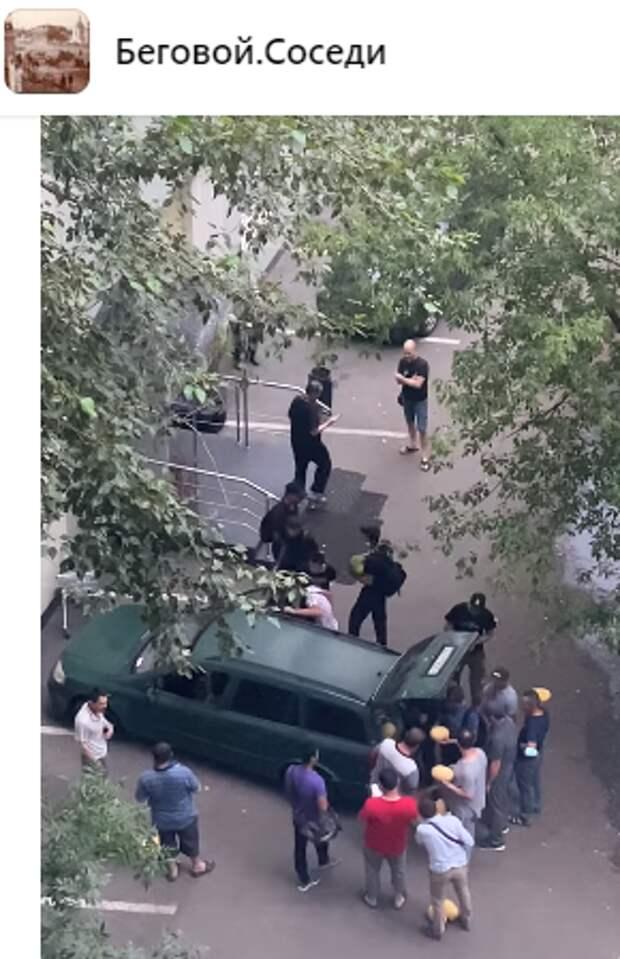 На Скаковой улице проходила раздача арбузов в преддверии праздника — управа