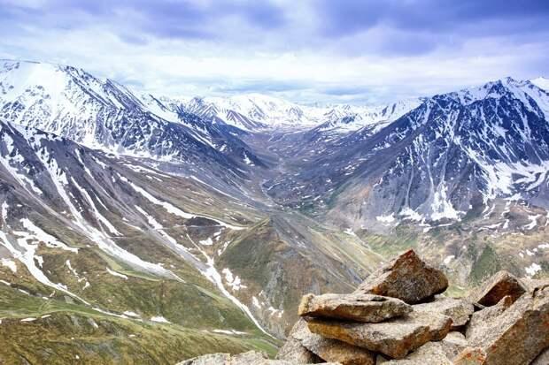 В СПбГУ открыли древнюю островную дугу в киргизском Тянь-Шане