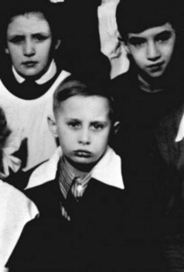 ФРАГМЕНТ ФОТО КЛАССА ВЛАДИМИРА ПУТИНА В ШКОЛЕ В ЛЕНИНГРАДЕ, ОКОЛО 1960 ГОДА