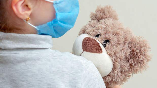 Ученый Коновалов рассказал об опасности легкой формы коронавируса для детей