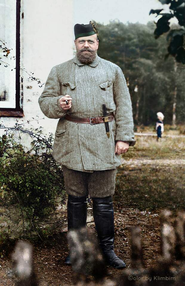 Носил заношенные штаны и отменял все парады. Самый простой русский царь
