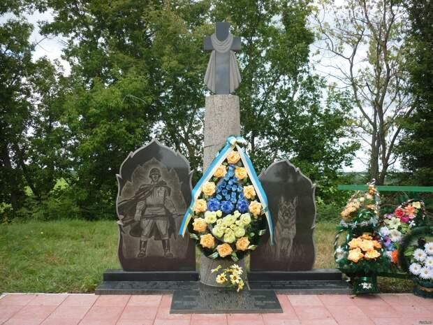 Памятник погибшим героям-пограничникам и служебным собакам./Фото: mtdata.ru