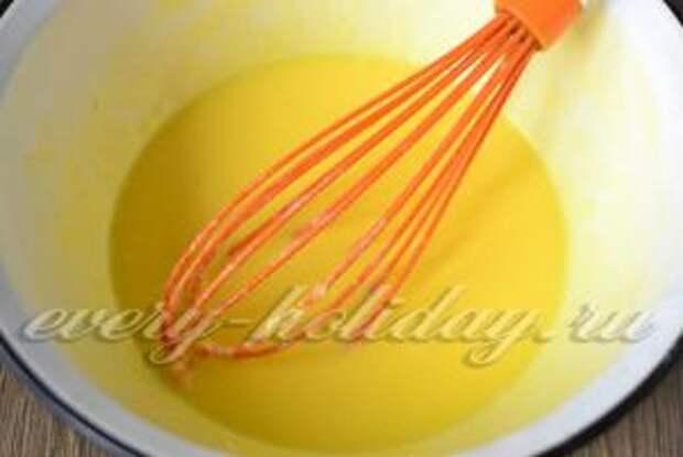 перемешиваем и добавляем соль и пищевую соду