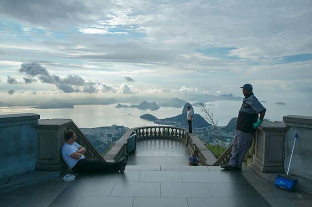 Как выглядят знаменитые туристические места, если развернуть фотокамеру в другую сторону