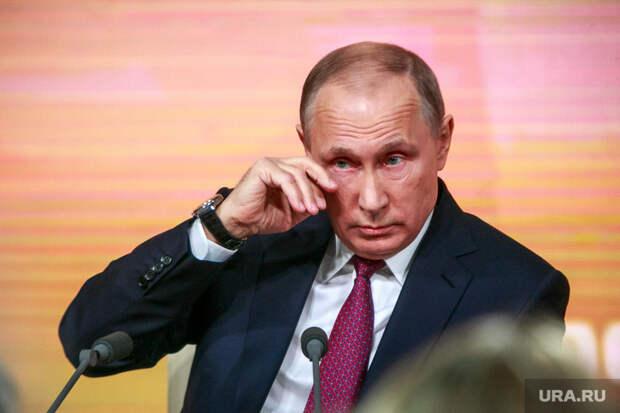 Ежегодная итоговая пресс-конференция президента РФ Владимира Путина. Москва, портрет, жест, слеза, путин владимир, трет глаз