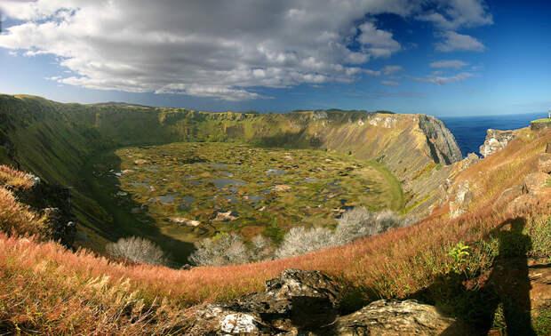 16. Кратерное озеро Рано Кау, Остров Пасхи в мире, озеро, природа