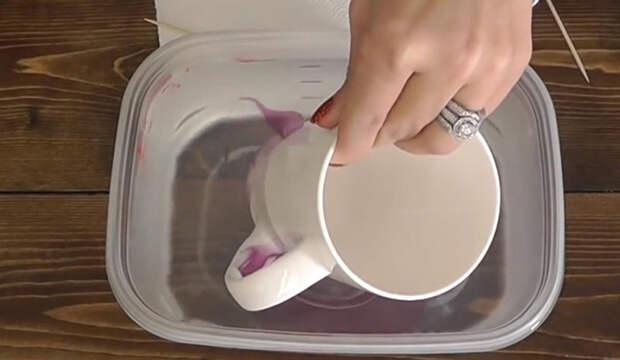 То, что сделала эта женщина из чашки, зубочистки и лака для ногтей, – просто фантастика!