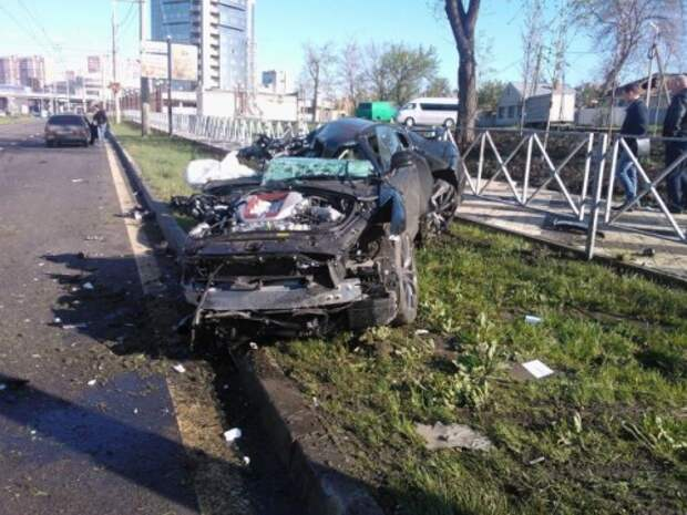 Футболист сборной России разбил свой суперкар Nissan в Краснодаре