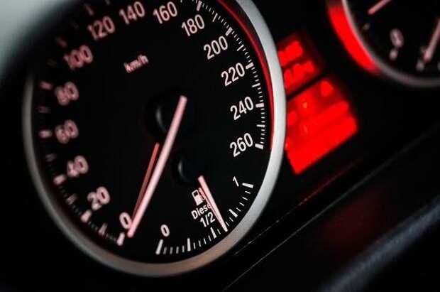 ГИБДД прекратила штрафовать в Москве и Подмосковье водителей за превышение средней скорости