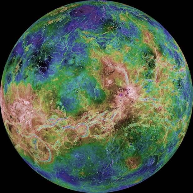 Уникальные кадры из архивов НАСА в фотокниге «Земля и космос»
