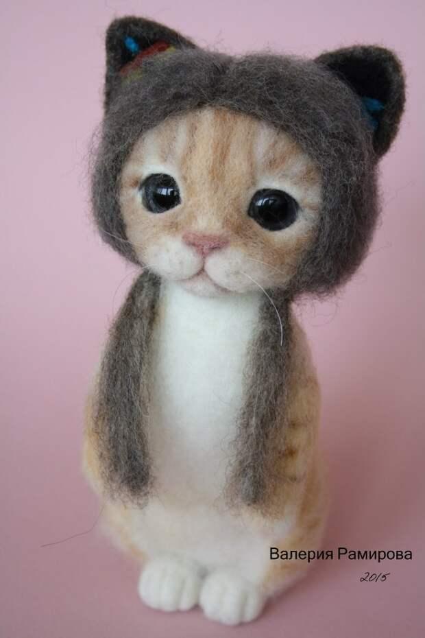 Войлочный котенок в шапочке от Валерии Рамировой
