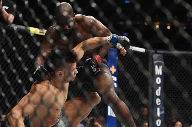 Бразильский боец Уолкер приехал тренироваться вРоссию. Иего впервые нокаутировали вUFC