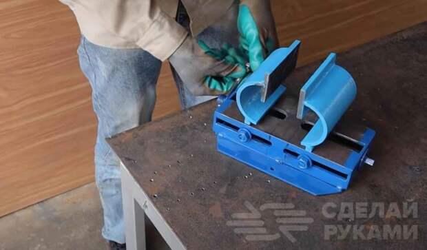 Тиски с двумя подвижными губками (и с приводом от дрели)