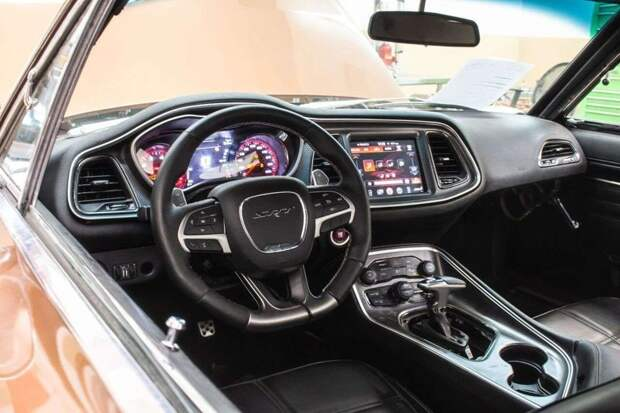 Классический Dodge Charger с современным двигателем от Hellcat для баскетболиста dodge, dodge charger, Свап двигателя, авто, автомобили, олдтаймер, свап, тюнинг