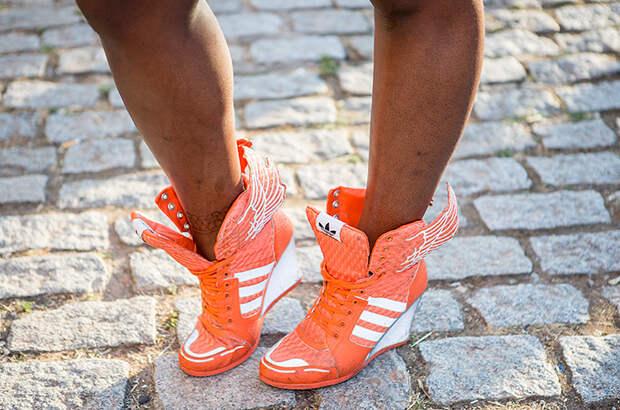 Лучше босиком: 8 пар летней обуви, которую нужно выбросить и забыть