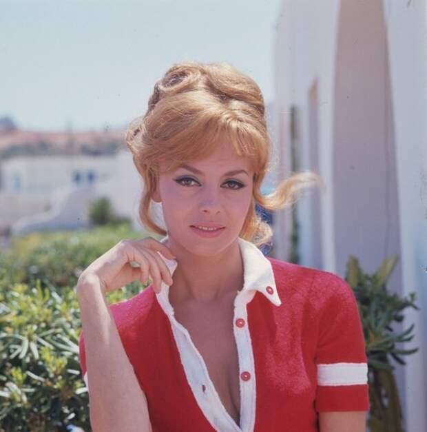 """Мишель Мерсье фотосессия в Тунисе, во время съемок фильма """"Анжелика и султан"""""""