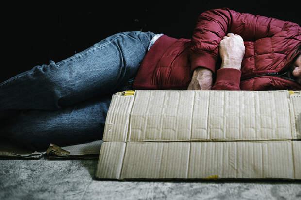 «Бездомный» журналист назвал причину своих ночёвок в подъезде