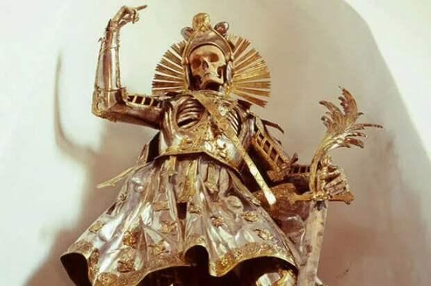 Скелет святого Панкратия в доспехах (1).JPG