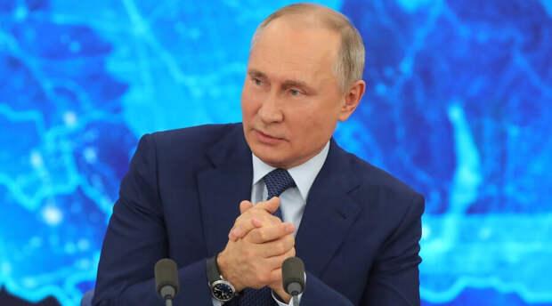 Принят новый закон о возрасте чиновников. Планки в 70 лет Путину показалось мало
