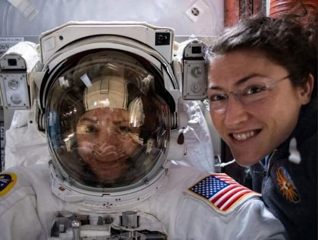 """NASA осуществило первый полностью """"женский"""" выход в открытый космос"""