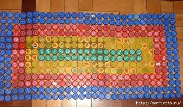 Массажный коврик из крышек от пластиковых бутылок (10) (490x288, 168Kb)
