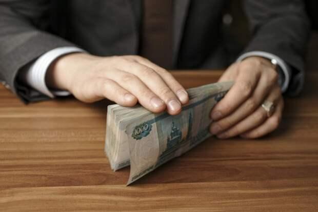 Сотрудника УФССП по Адыгее подозревают в получении крупной взятки