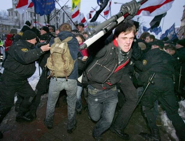Belarus' speacial police forces detain p