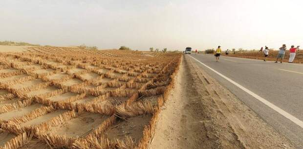 Китайский труд: 446 км шоссе по пустыне дорога, китай, пустыня