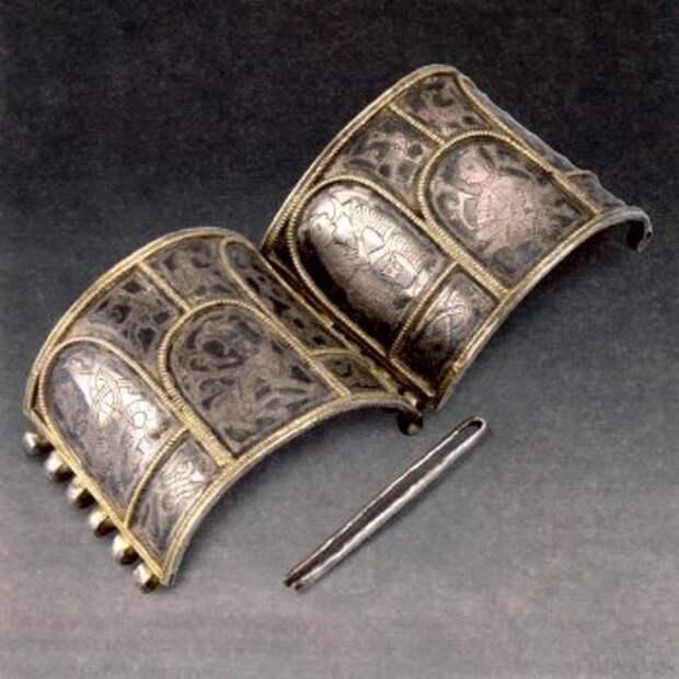 Серебряный браслет-наруч. Конец XII-первая треть XIII веков, Старая Рязань.