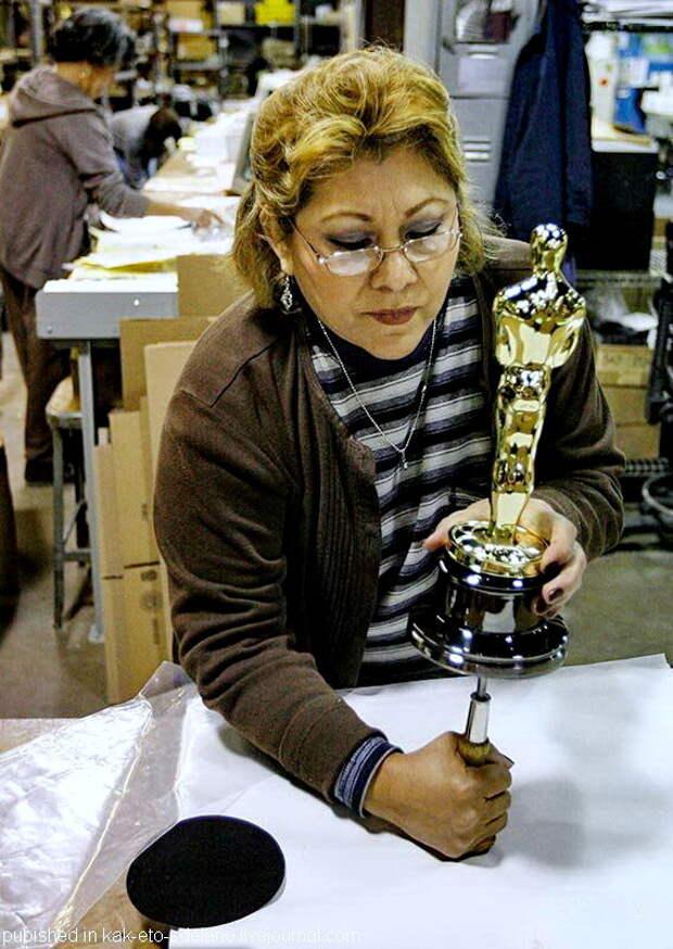 Как изготавливают статуэтки «Оскар»