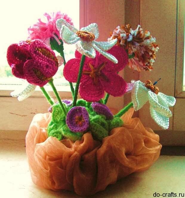 букет вязаных цветов