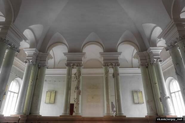 Заброшенная кафедра челюстно-лицевой хирургии в Санкт-Петербурге.