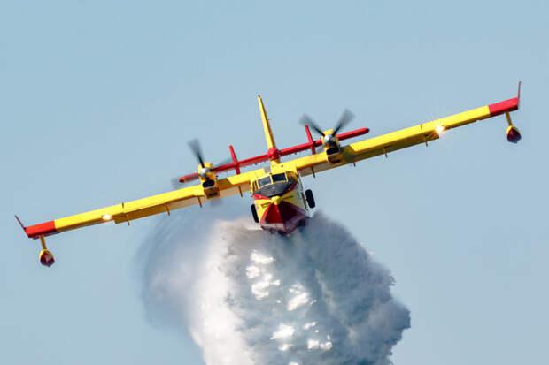 Самолёт-амфибия рухнул в Москву-реку