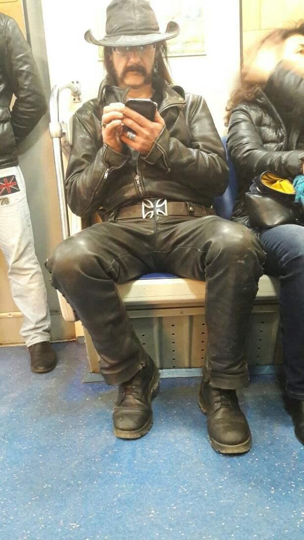 мода петербургского метро, мода метро, модники в транспорте, странные пассажиры метро