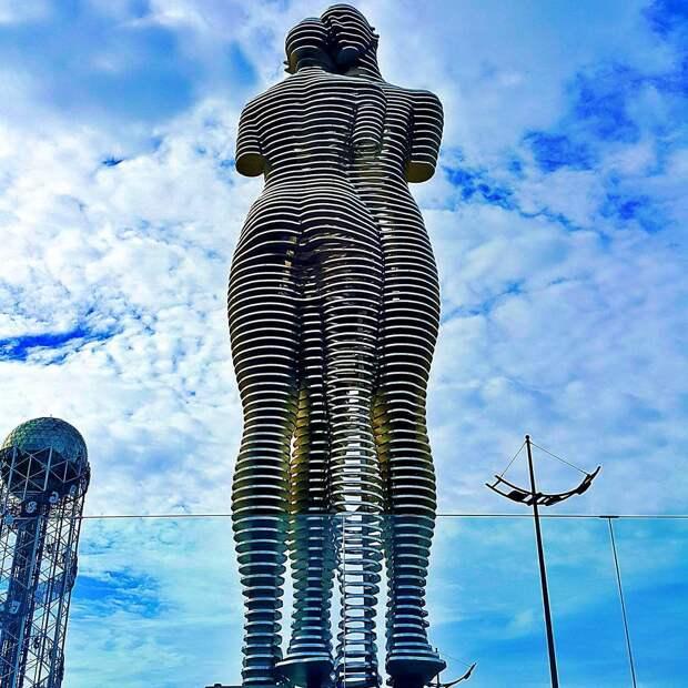 Удивительная движущаяся скульптура, рассказывающая трагическую историю любви