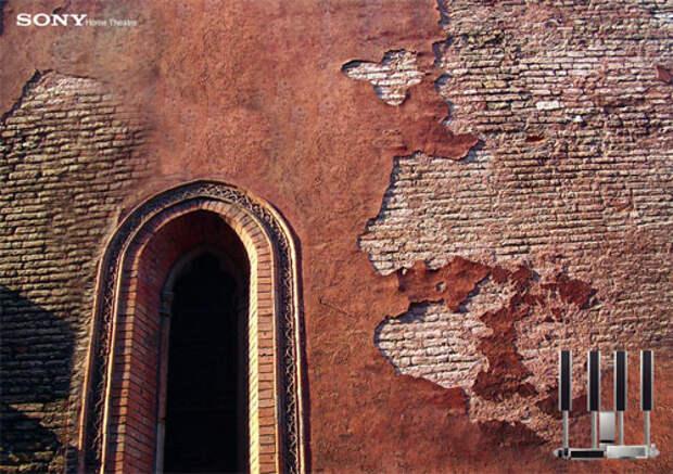 Мощный звук Sony сбивает штукатурку с древних стен