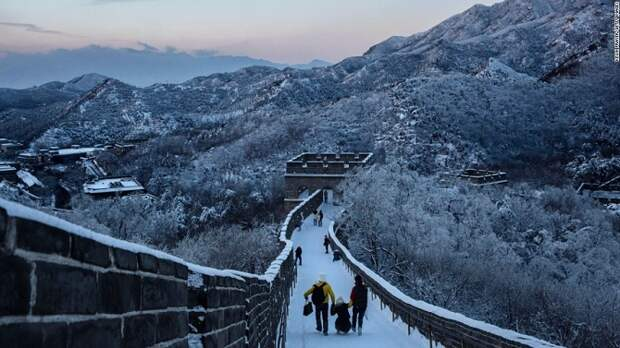 Великую Китайскую стену накрыло первым снегом