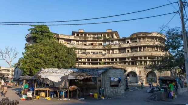 Также в гостинице планировалось открыть казино, но её владельцы так и не смогли получить разрешение у властей.