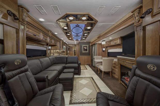 Entegra Coach Cornerstone 45DLQ - настоящий дворец.