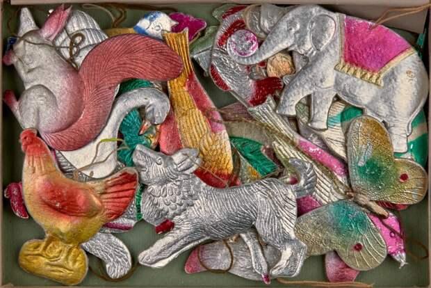 Картонные гуси-лебеди на новогодней ёлке