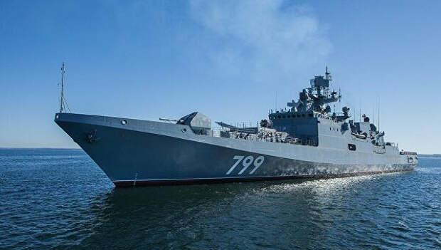 Корабль Черноморского флота проходит проливы Дарданеллы и Босфор