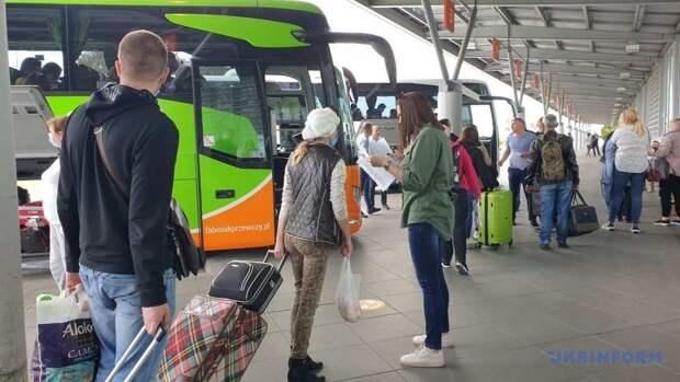 Украинские врачи массово выезжают в Польшу, но там им не рады