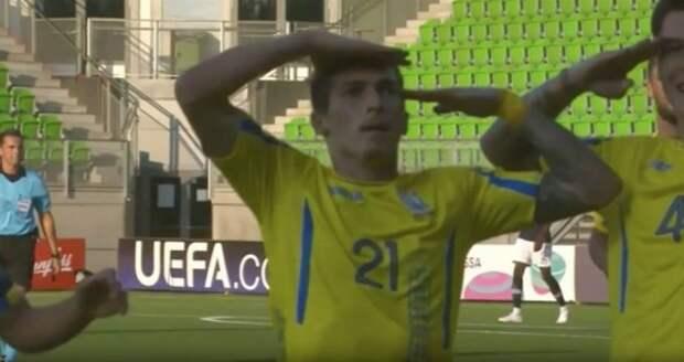 Украинцы ополчились на своего футболиста за жест Дзюбы