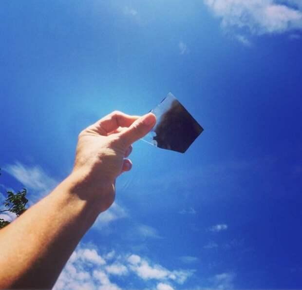 Соцсети завалены фотографиями солнечного затмения